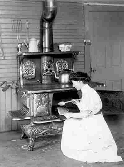 femmes au foyer photos anciennes et d 39 autrefois photographies d 39 poque en noir et blanc. Black Bedroom Furniture Sets. Home Design Ideas