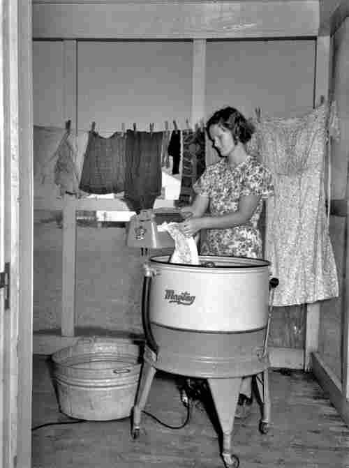 Femmes au foyer photos anciennes et d 39 autrefois for Femme au foyer 1900