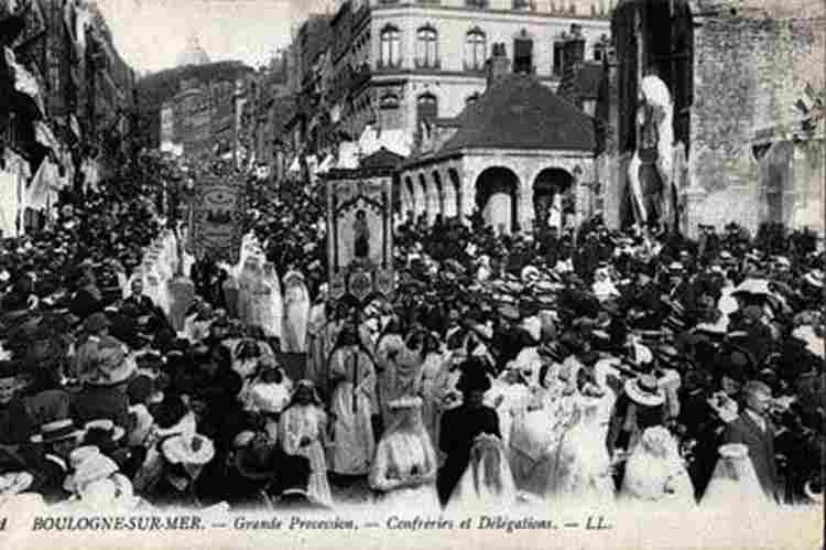 """Résultat de recherche d'images pour """"procession image noir et blanc"""""""